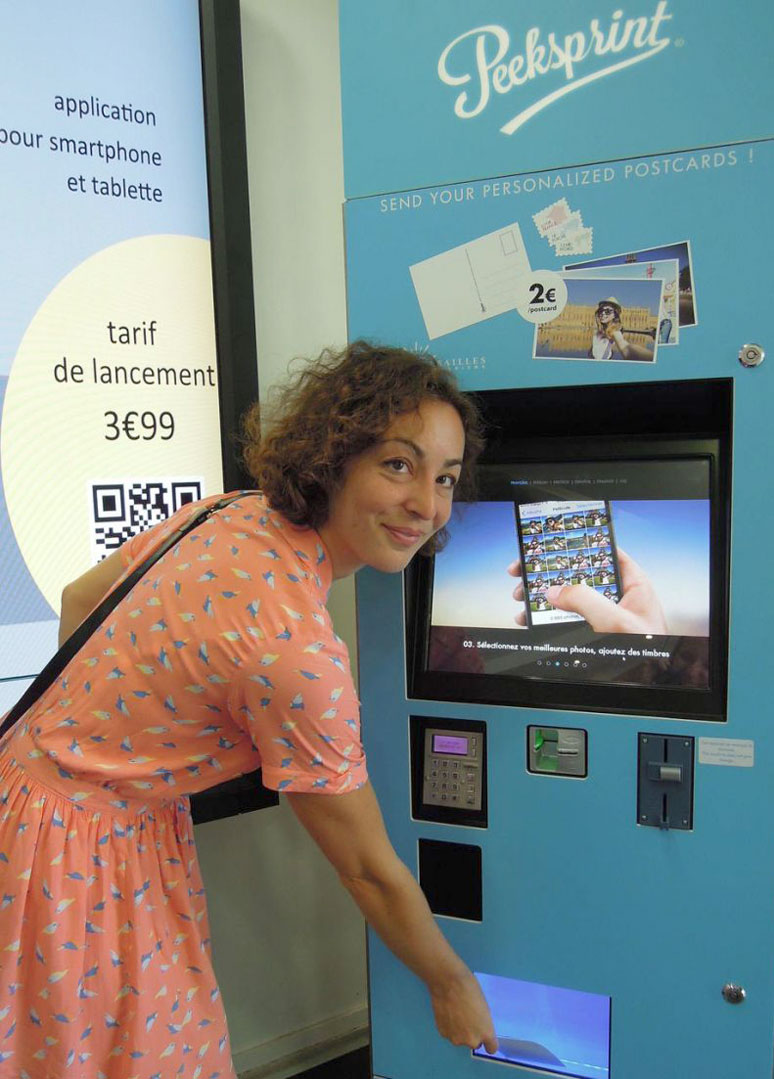 Сенсорные киоски превращают селфи в открытки - инстамат на французский манер