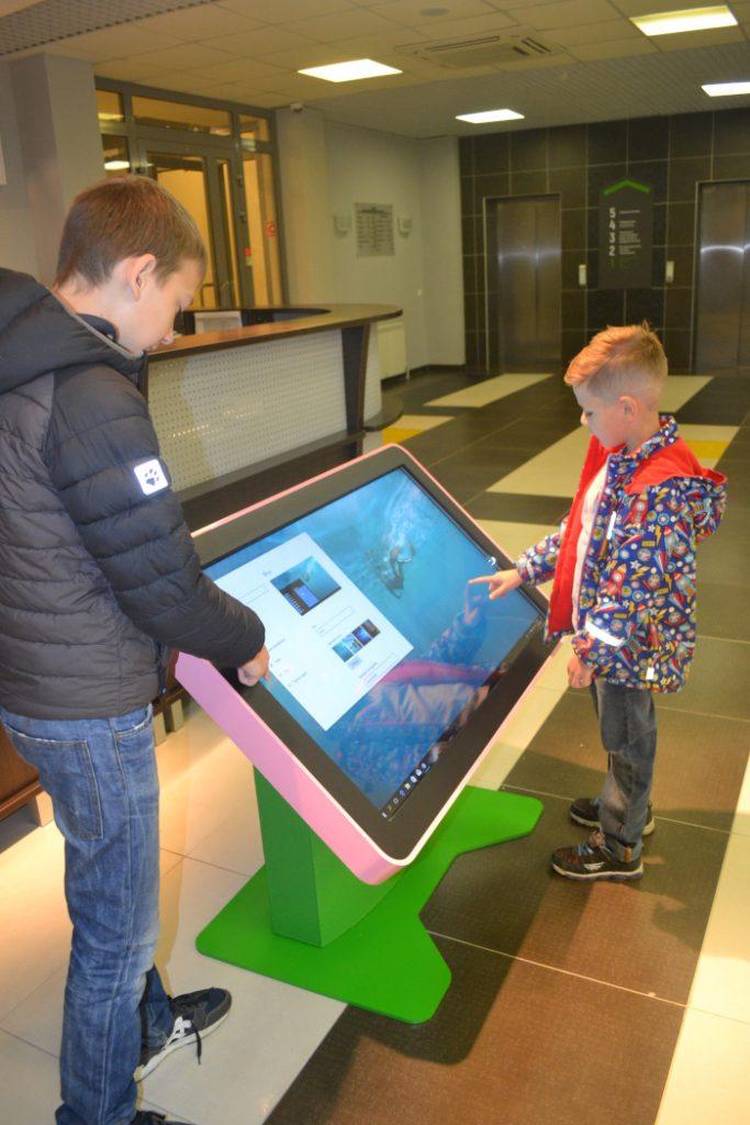 Интерактивный стол «Дошколенок» с образовательно-игровым ПО