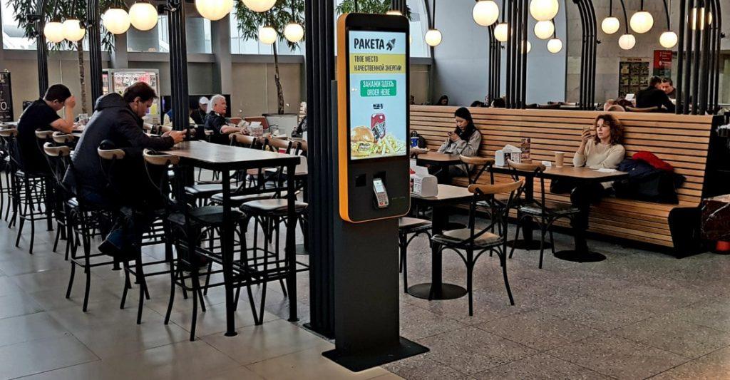 Киоски самообслуживания TouchPlat в ресторане Ракета Бургер