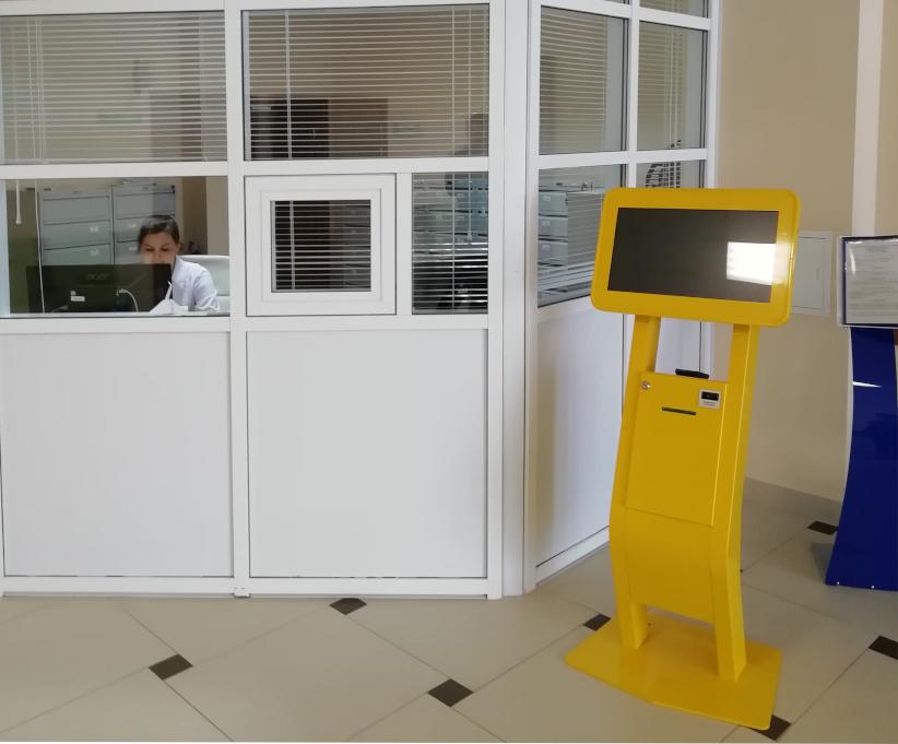 терминал электронной очереди в поликлинике Ставрополя