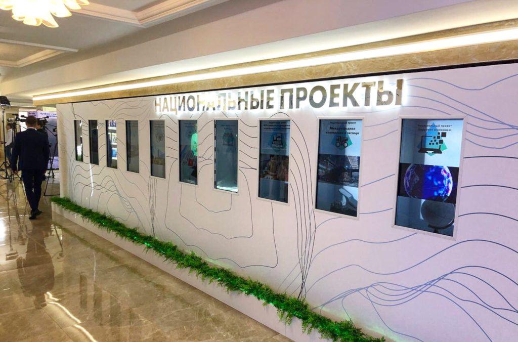 Прозрачные дисплеи для школьного музея