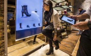 Сенсорные информационные киоски в обувных магазинах «Алфавит»