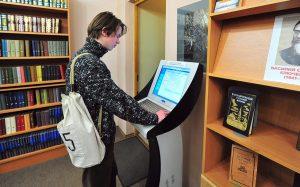 В библиотеках Москвы продолжат устанавливать терминалы оплаты