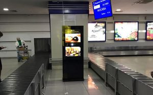 Рекламные терминалы TouchPlat в аэропорту Бишкека (Манас)