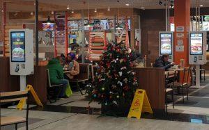 Двойные терминалы оплаты заказа в Burger King