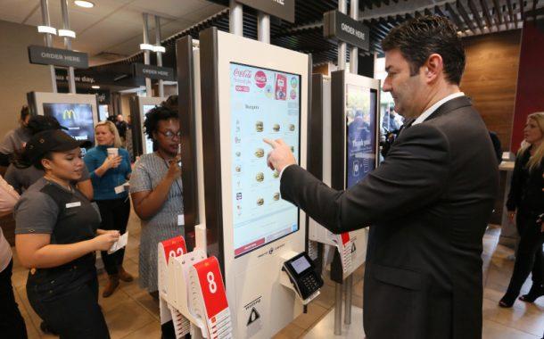 «Макдоналдс» внедряет искусственный интеллект в киоски самообслуживания
