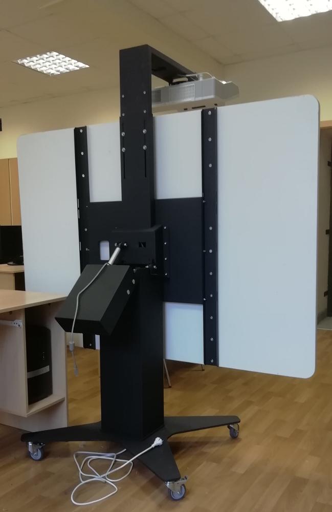 Интерактивная доска с переменным углом наклона и регулируемой высотой