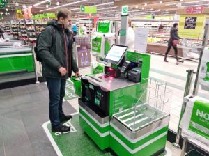 Кассы самообслуживания и автоматизация стали одной из причин снижения спроса на кассиров