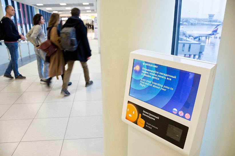 Электронный помощник в аэропорту Шереметьево поддерживает 3 языка