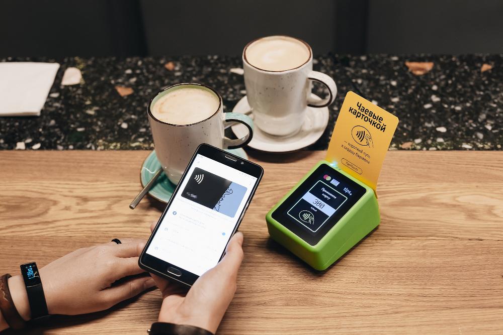 Чаевые смартфоном в баре «Mission»